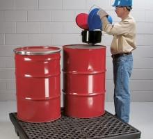 하부 액체저장소는 드럼에서 흘러나올 수 있는 유해물질을 수용하여화학물질관리법 실내저장과 관련된 규정을 준수저밀도 폴리에틸렌 재질로 자외선, 녹, 부식, 화학물질에 대응